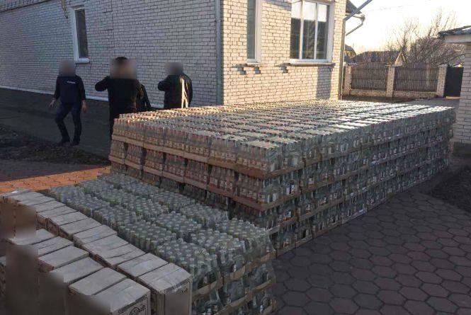 На Хмельниччині вилучили нелегального алкоголю і цигарок на 8 мільйонів гривень
