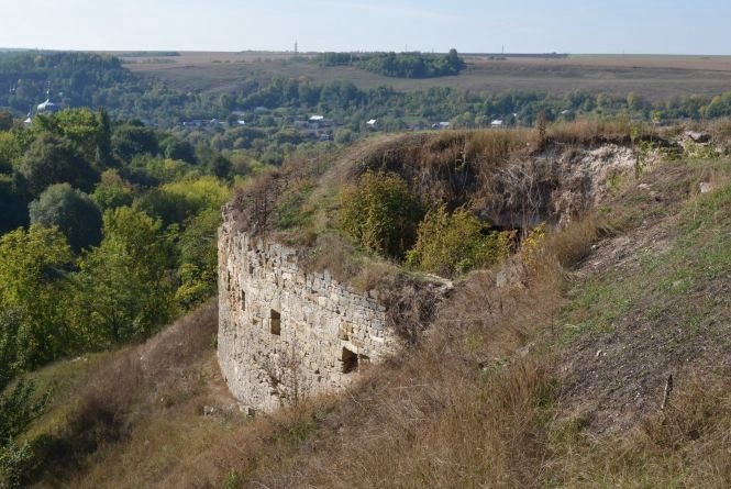 """""""Незнана Хмельниччина"""": руїни Зіньківської фортеці і храм, якому понад 500 років"""