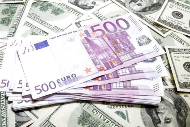 Долар і євро підскочили - курс валют НБУ на 23 серпня