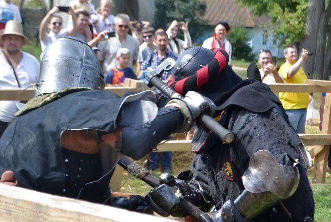 «Старкон фест» стартував видовищною битвою лицарів