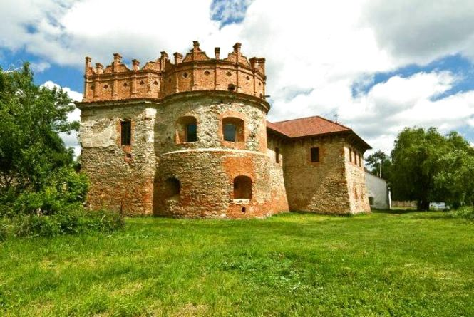 Туристам на замітку. Чим цікавий замок князів Острозьких у Старокостянтинові