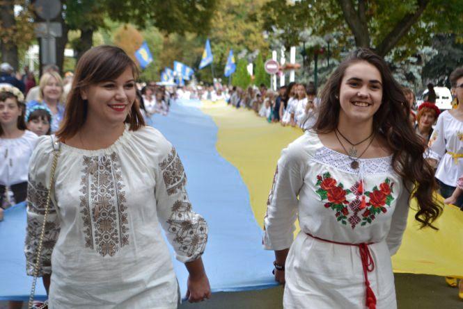 Сотні хмельничан у вишиванках пройшлися центральними вулицями міста