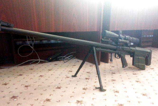 Хмельницькі прикордонники ознайомлюються з новітньою снайперською гвинтівкою з Росії