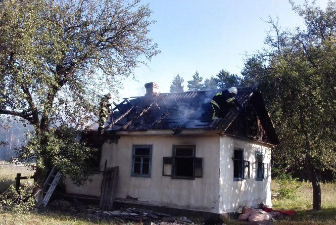 У Славутському районі в палаючому будинку знайшли два тіла