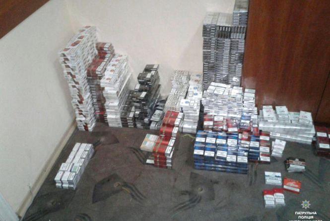 З кіоску на Вайсера вивезли кілька сотень пачок цигарок