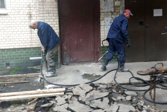 На Зарічанській ремонтують двір. Ціна питання - 1,5 мільйона гривень