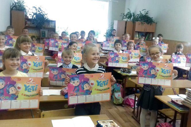 Хмельницькі школярі отримали подарунки від RIA