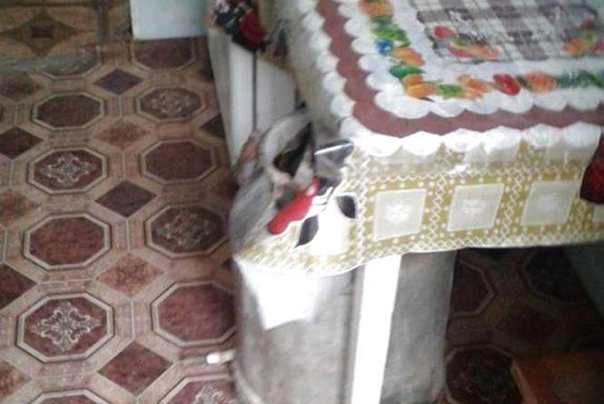 30 гривень за 0,5. У Новоушицькому районі затримали 54-річну селянку, яка продавала самогон