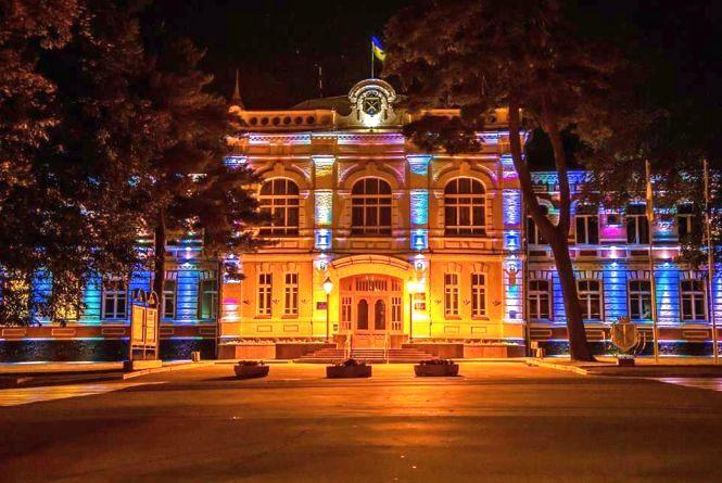 Хмельницька міськрада засвітилася за 140 тисяч гривень