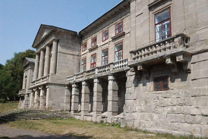 """""""Незнана Хмельниччина"""": палац Орловських та стародавній костел в Мукарові"""