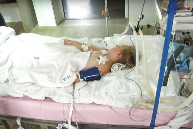 Дівчинка, яка заразилась на правець, досі в комі. Лікарі розповіли, як вберегти дітей