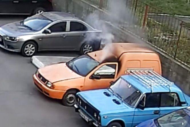 За підпал  «Volkswagen» на проспекті Миру хлопців не каратимуть