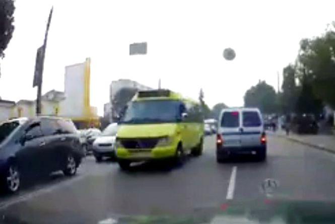 Громадський транспорт на зустрічці: у Хмельницькому знову зафіксували порушення ПДР