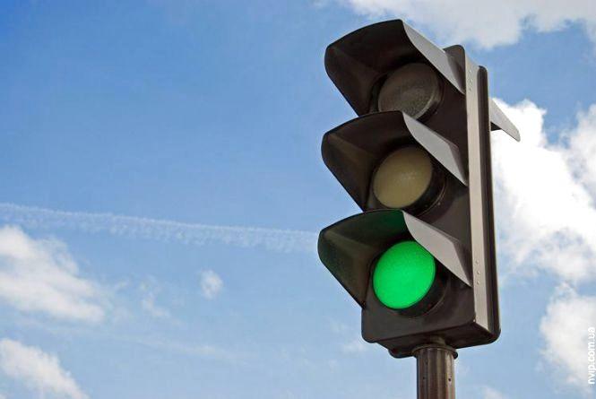 У влади просять встановити світлофор на перехресті Кам'янецької та Житецького
