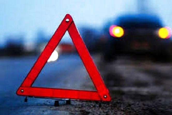 В Дунаївцях автомобіль протаранив електроопору