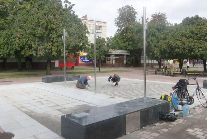 Будівельники не встигли закінчити ремонт привокзальної площі до Дня міста