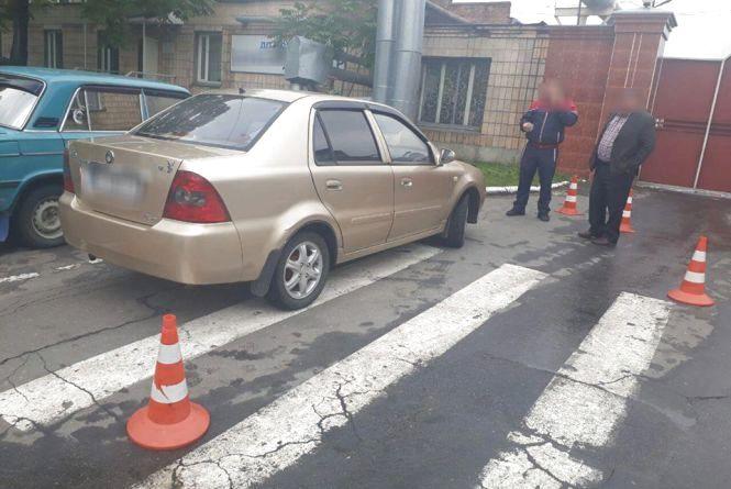 На Тернопільській автомобіль на пішохідному переході збив пенсіонерку