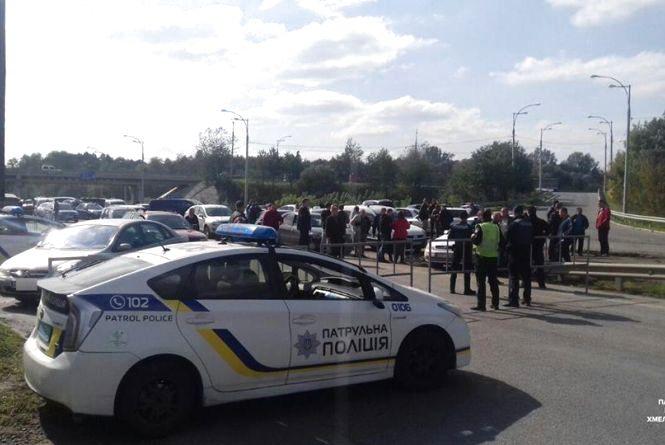 На дорозі М-21 до Вінниці обмежили рух транспорту