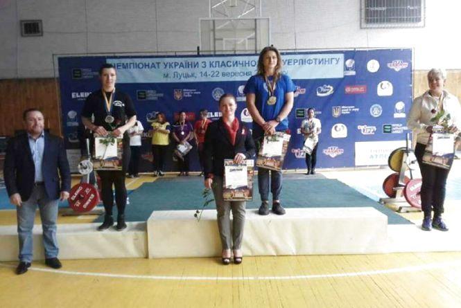 Хмельничани вибороли на Чемпіонаті України з пауерліфтингу зотоло, срібло і бронзу