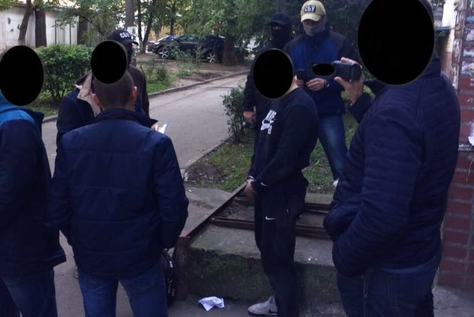Хмельницького патрульного затримали за продаж амфетаміну
