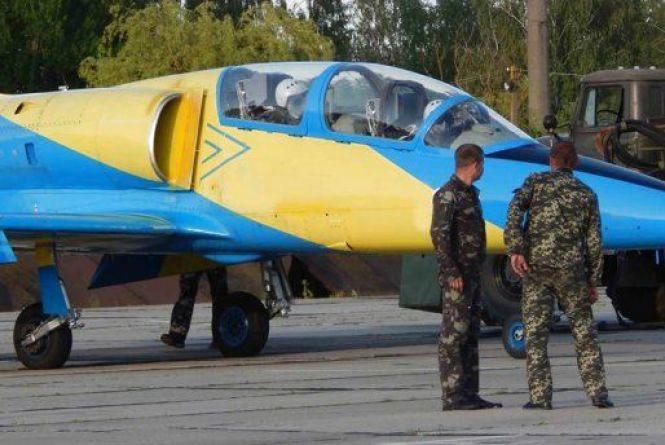 Стали відомі імена пілотів, які загинули при падінні військового літака на Хмельниччині