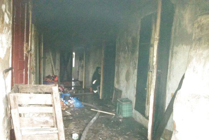 В Кам'янці згорів житловий будинок. В будівлі знайшли мертвого чоловіка