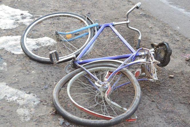 На Хмельниччині 60-річний велосипедист потрапив під машину