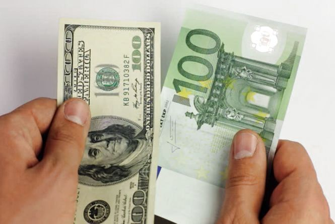 НБУ зміцнив офіційний курс гривні на 9 жовтня