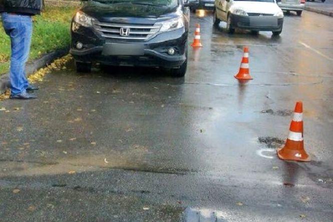 На Зарічанській автомобіль Honda збив жінку
