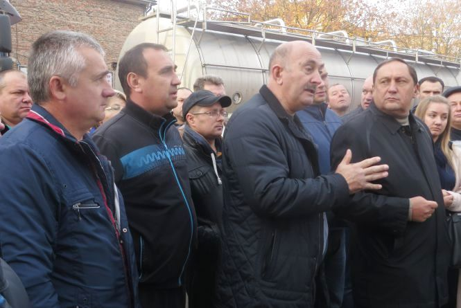 Боротьба за ринок: хмельницькі перевізники хочуть вижити конкурента з Одеси