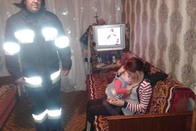 У Кам'янці-Подільському 2-х річна дитина залишилася сама у зачиненій квартирі