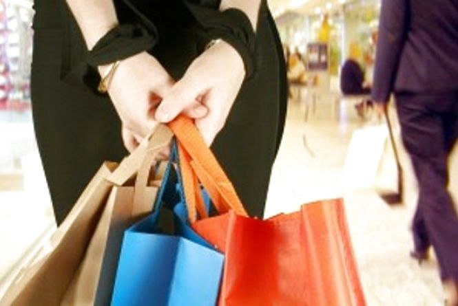 """У Львові спіймали """"на гарячому"""" хмельничанку, яка намагалася вкрасти сумочку в магазині"""