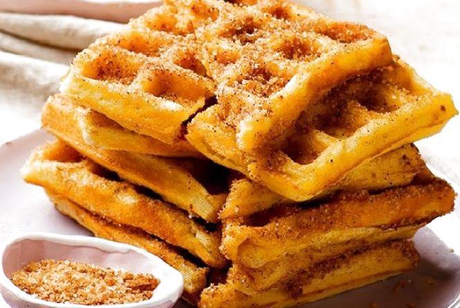 Смачний і оригінальний сніданок: як приготувати вафлі з корицею