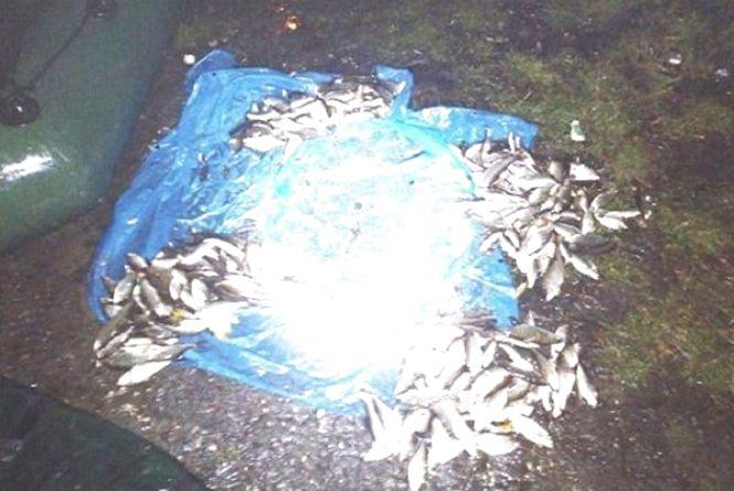 22-річний славутчанин за допомогою електровудки глушив рибу на річці Горинь