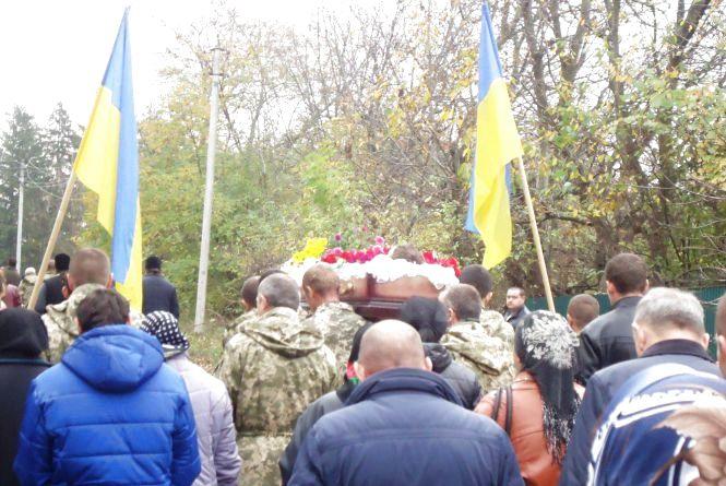 Новоушиччина попрощалась із загиблим 19-річним військовим