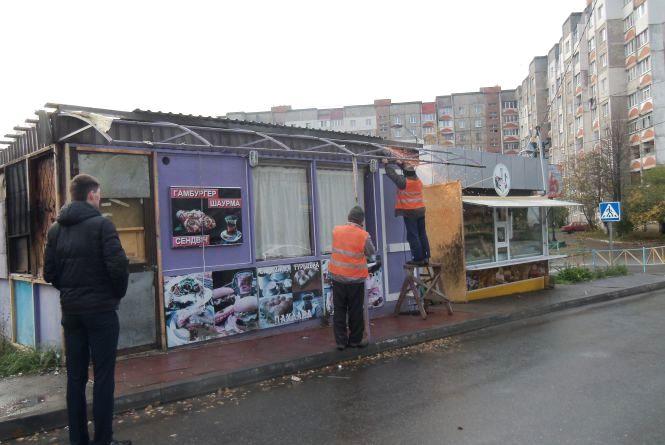 На Панаса Мирного демонтували споруду без документів