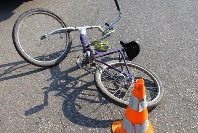"""На Хмельниччині """"ВАЗ"""" наїхав на велосипедиста: чоловік помер у лікарні"""