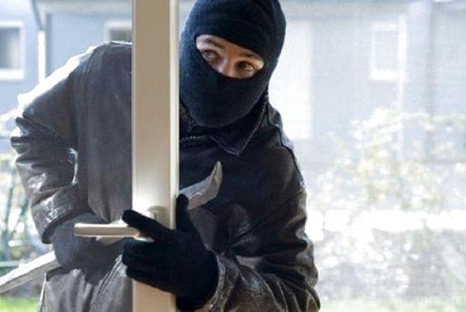 За добу п'ять повідомлень про пограбування: у Хмельницькому злодії обчищають містян