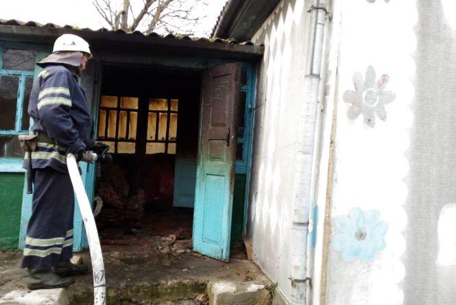 В Полонському районі у власному будинку згоріла 83-річна жінка