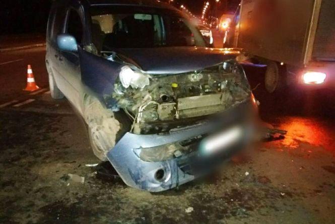 """На Львівському шосе аварія: постраждав 18-річний пасажир  """"Renault"""""""