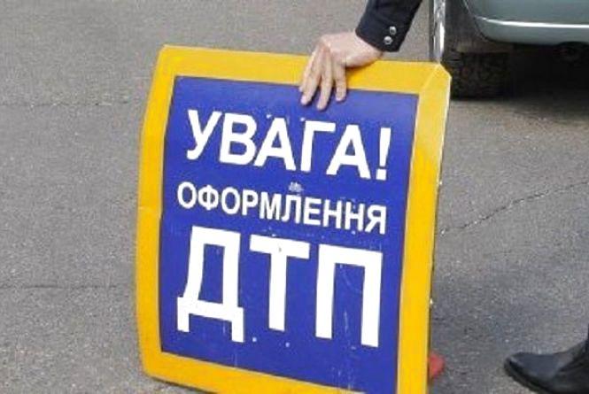 """На Хмельниччині """"Аudi"""" врізався в «КамАЗ»: є постраждалі"""