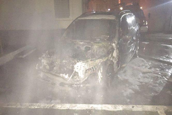 """На Старокостянтинівському шосе спалахнув """"BMW X5"""""""
