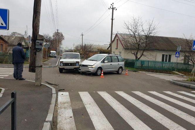На Кутузова зіткнулися дві автівки. Травми отримала пасажирка