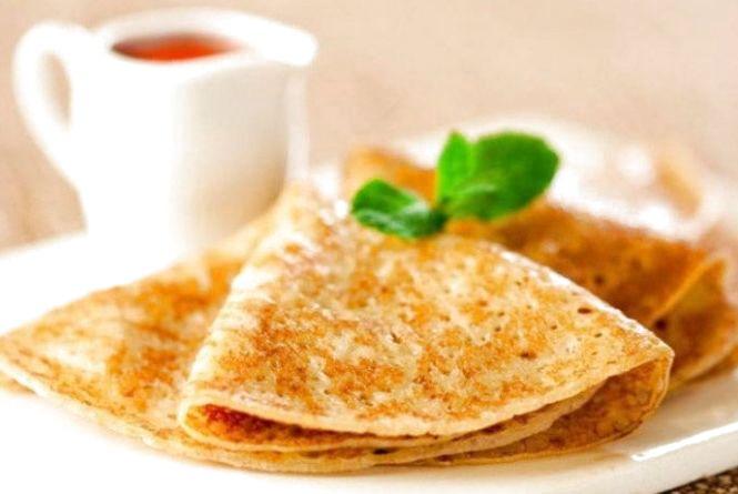Смачний і швидкий сніданок: як приготувати млинці на молоці