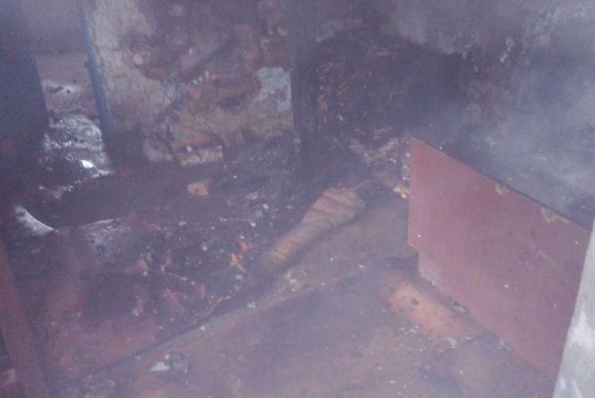В Ярмолинцях безхатьки спалили будинок