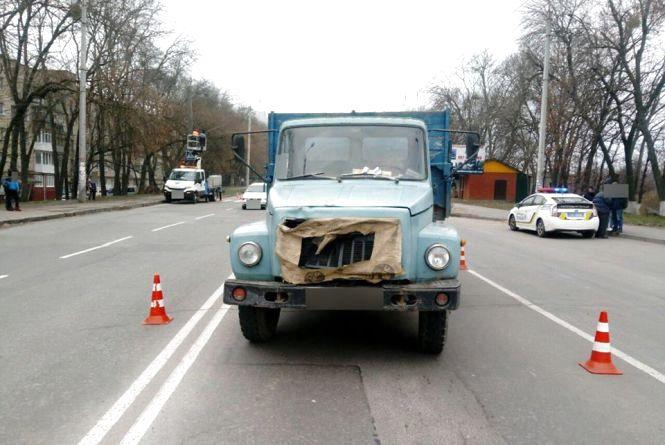 На Львівському шосе вантажівка збила пішохода