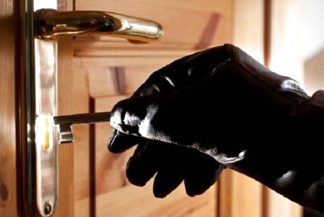 У Хмельницькому обчислили дві квартири за день: грабіжник був зі своїм ключем
