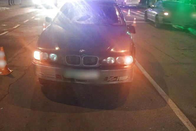 """На Шевченка """"BMW"""" збив пішохода: йому знадобилася допомога медиків"""