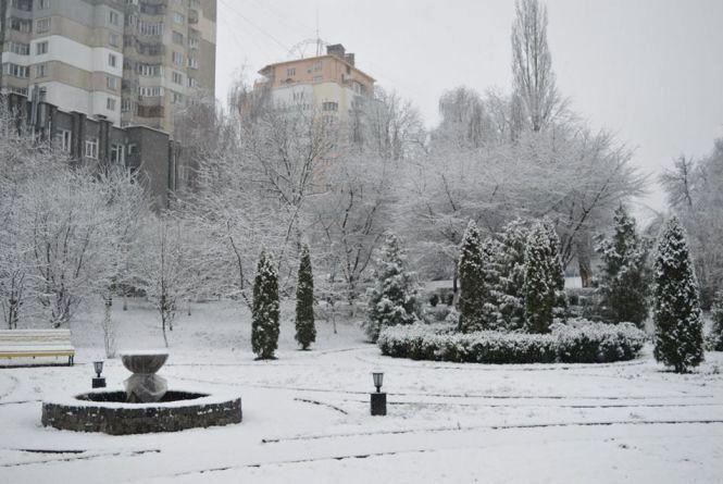Хмельницький засніжило: як виглядає місто (ФОТО)