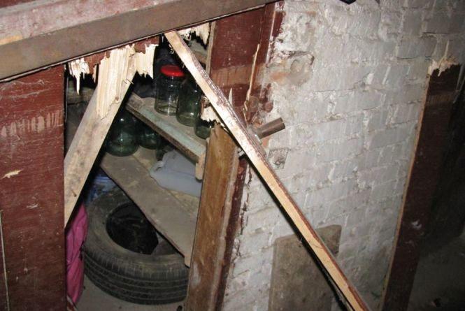 З підвалу на проспекті Миру вкрали банки з консервацією, санки і мангали